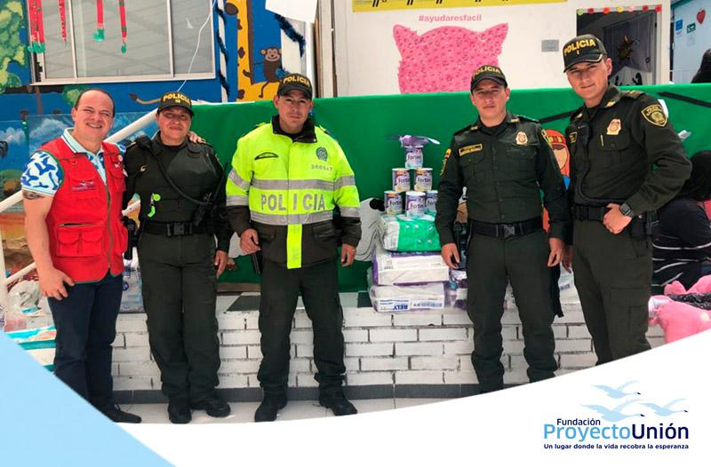 POLICÍAS, EJEMPLO DE SOLIDARIDAD